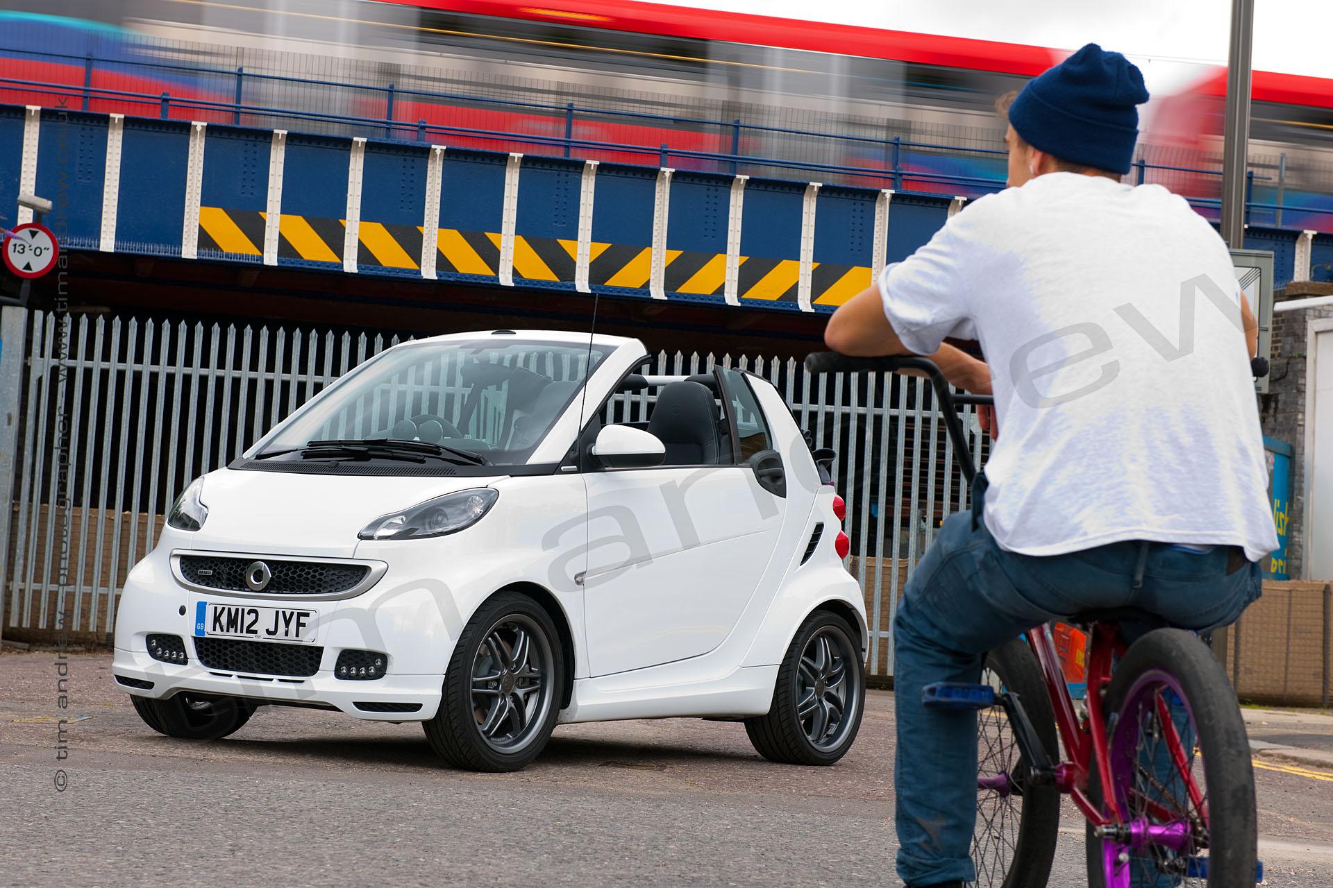 Smart ForTwo plus BMX biker