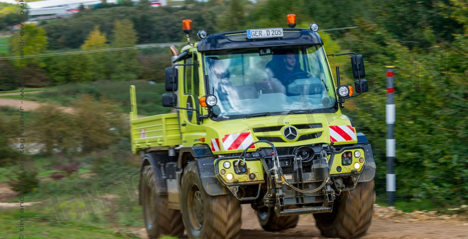 Mercedes-Benz Unimog on Millbrook 4x4 course